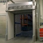 MAT ensures optimal climate separation between refrigerated warehouse and loading area
